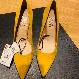 Zara Mustard colored pumps
